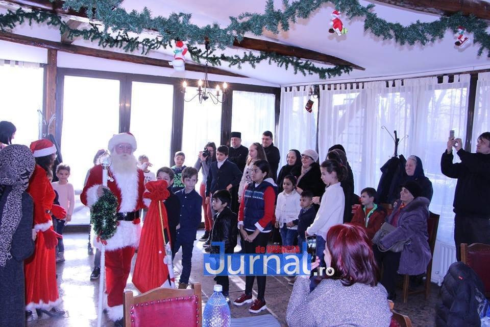 mos craciun focsani4 - FOTO: Moș Crăciun a venit pentru copiii bolnavi de diabet