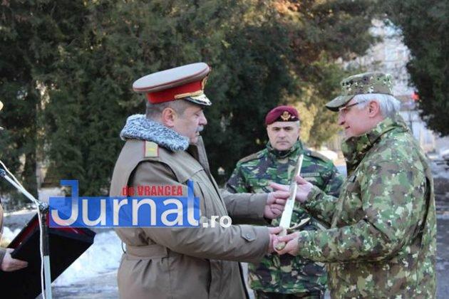 larom ceremonie predare primire3 630x420 - GALERIE FOTO: Colonel Ciprian Marin, noul comandant al Brigăzii 8 LAROM