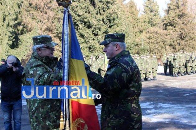 larom ceremonie predare primire8 630x420 - GALERIE FOTO: Colonel Ciprian Marin, noul comandant al Brigăzii 8 LAROM