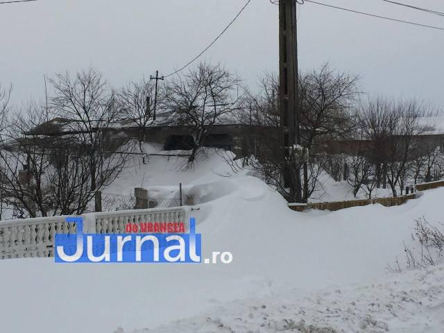 maicanesti2 - VIDEO: Nănești – Măicănești, Siberia de Vrancea. Nămeți de un metru pe șosea și pustietate cât vezi cu ochii