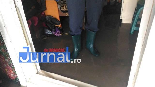 inundatii bordeasca11 - ULTIMĂ ORĂ- GALERIE FOTO: Case și gospodării inundate la Tătăranu! Pompierii intervin cu 3 motopompe