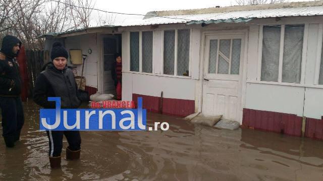 inundatii bordeasca13 - ULTIMĂ ORĂ- GALERIE FOTO: Case și gospodării inundate la Tătăranu! Pompierii intervin cu 3 motopompe
