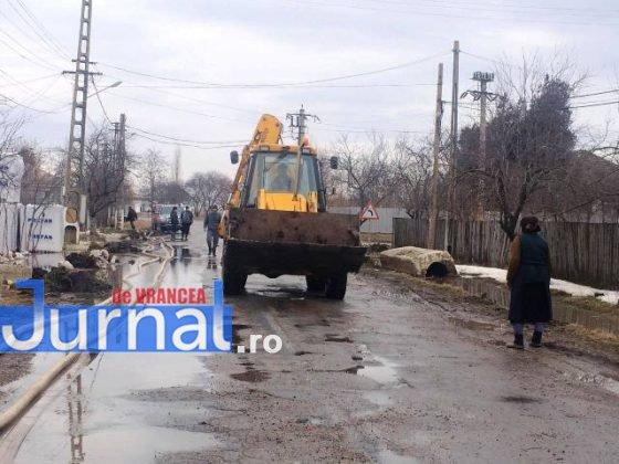 inundatii bordeasca2 560x420 - ULTIMĂ ORĂ- GALERIE FOTO: Case și gospodării inundate la Tătăranu! Pompierii intervin cu 3 motopompe