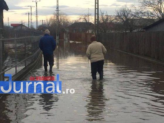 inundatii bordeasca8 560x420 - ULTIMĂ ORĂ- GALERIE FOTO: Case și gospodării inundate la Tătăranu! Pompierii intervin cu 3 motopompe