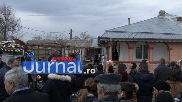 inmormantare roxana dragomir 2 - FOTO: Cerul a plâns la dispariția unui înger. Roxana Dragomir, condusă pe ultimul drum în râuri de lacrimi