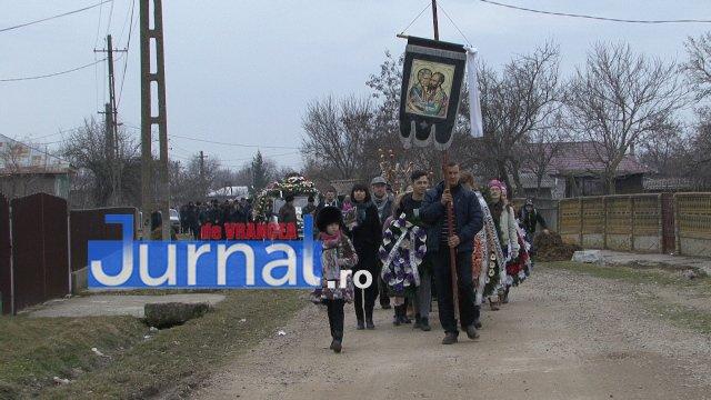 inmormantare roxana dragomir 3 - FOTO: Cerul a plâns la dispariția unui înger. Roxana Dragomir, condusă pe ultimul drum în râuri de lacrimi