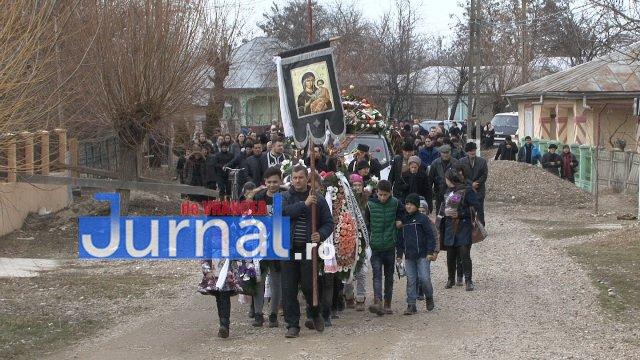 inmormantare roxana dragomir 6 - FOTO: Cerul a plâns la dispariția unui înger. Roxana Dragomir, condusă pe ultimul drum în râuri de lacrimi