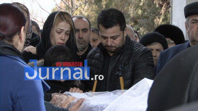 inmormantare roxana dragomir 7 - FOTO: Cerul a plâns la dispariția unui înger. Roxana Dragomir, condusă pe ultimul drum în râuri de lacrimi