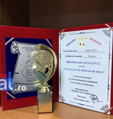 Premiu AOR 4 397x420 - FOTO: Primarul Iulian Nica, premiat de Asociația Orașelor din România