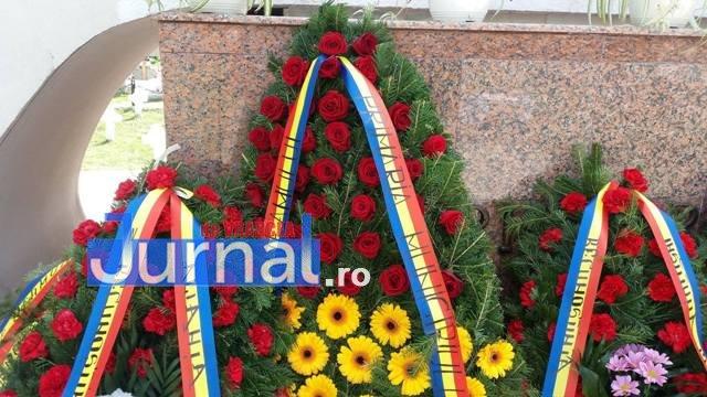 ceremonie veterani coroane2 - A lui Misăilă, mai mare ca a lui Oprișan. Coroana de flori a Primăriei pentru veterani, mai mare și mai scumpă ca toate