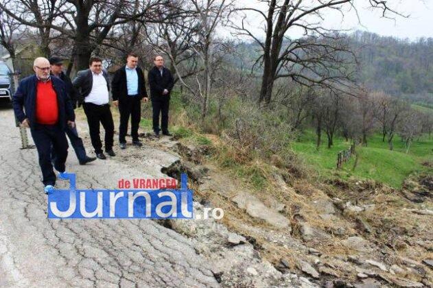 vizita cnair dn2r dn2n 4 631x420 - Șefii din CNAIR, în inspecție la drumurile rupte din Vrancea