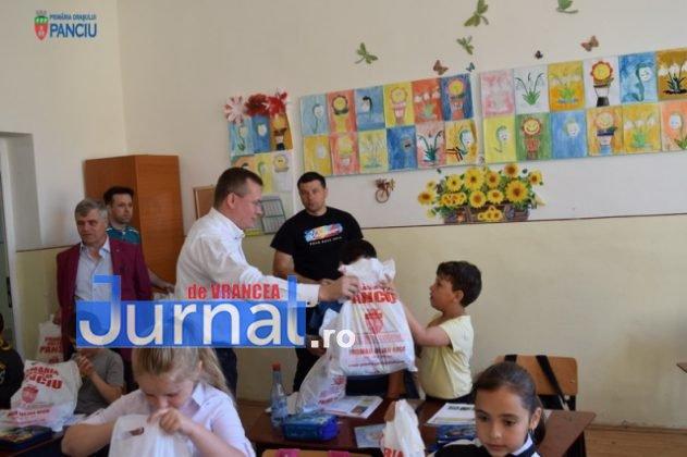 Cadouri 1 Iunie 1 631x420 - FOTO: Copiii din Panciu au primit cadouri cu ocazia zilei de 1 Iunie