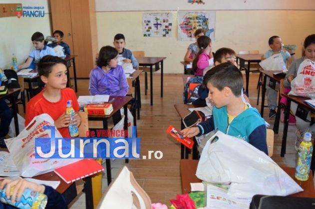Cadouri 1 Iunie 15 631x420 - FOTO: Copiii din Panciu au primit cadouri cu ocazia zilei de 1 Iunie
