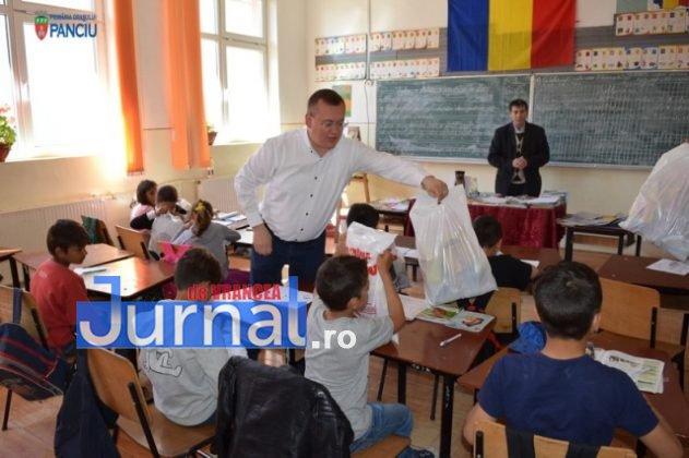 Cadouri 1 Iunie 23 631x420 - FOTO: Copiii din Panciu au primit cadouri cu ocazia zilei de 1 Iunie