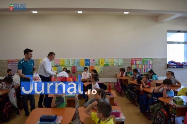 Cadouri 1 Iunie 30 631x420 - FOTO: Copiii din Panciu au primit cadouri cu ocazia zilei de 1 Iunie