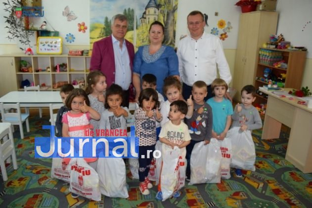 Cadouri 1 Iunie 46 631x420 - FOTO: Copiii din Panciu au primit cadouri cu ocazia zilei de 1 Iunie