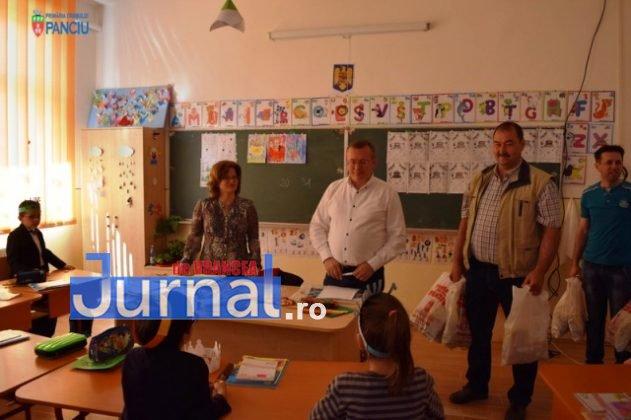 Cadouri 1 Iunie 5 631x420 - FOTO: Copiii din Panciu au primit cadouri cu ocazia zilei de 1 Iunie