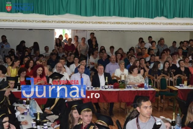 """Curs festiv LIS 2017 10 631x420 - PANCIU: Promoția 2017 Liceului Teoretic """"Ioan Slavici"""" și-a luat rămas bun de la profesori (FOTO)"""