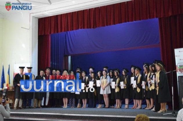 """Curs festiv LIS 2017 17 631x420 - PANCIU: Promoția 2017 Liceului Teoretic """"Ioan Slavici"""" și-a luat rămas bun de la profesori (FOTO)"""