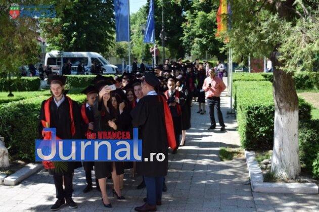 """Curs festiv LIS 2017 2 631x420 - PANCIU: Promoția 2017 Liceului Teoretic """"Ioan Slavici"""" și-a luat rămas bun de la profesori (FOTO)"""