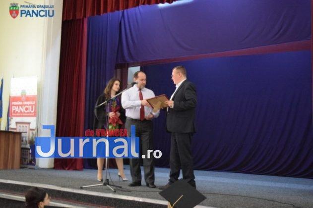 """Curs festiv LIS 2017 5 631x420 - PANCIU: Promoția 2017 Liceului Teoretic """"Ioan Slavici"""" și-a luat rămas bun de la profesori (FOTO)"""