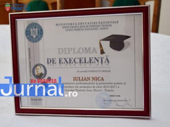 """Curs festiv LIS 2017 7 560x420 - PANCIU: Promoția 2017 Liceului Teoretic """"Ioan Slavici"""" și-a luat rămas bun de la profesori (FOTO)"""