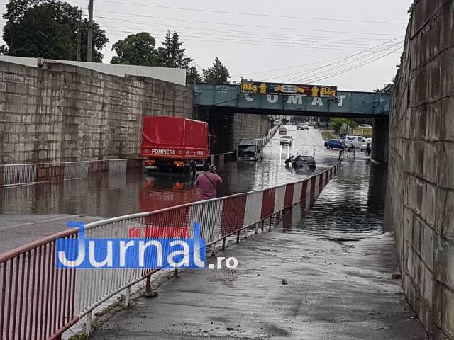 inundatie pasaj vilcele2 - ULTIMĂ ORĂ: Mașină blocată în apă în pasajul Vîlcele. Intervin pompierii