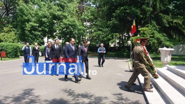 ziua eroilor1 - FOTO: Eroii Neamului, comemorați la Mausoleul Focșani și la celelalte mausolee din județ