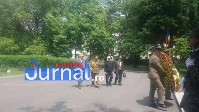 ziua eroilor4 - FOTO: Eroii Neamului, comemorați la Mausoleul Focșani și la celelalte mausolee din județ