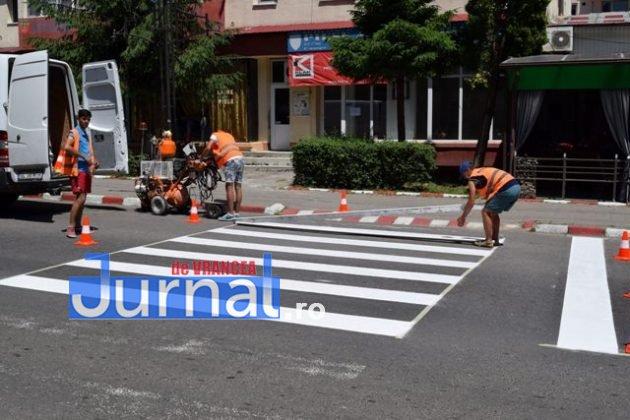 marcaje rutiere trecere pietoni10 630x420 - FOTO: Au început lucrările de refacere a marcajelor rutiere la Panciu