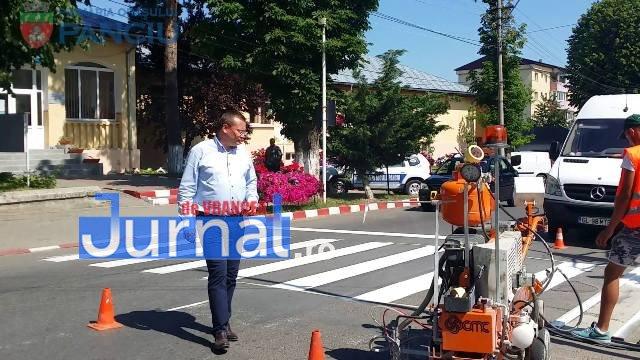 marcaje rutiere trecere pietoni11 - FOTO: Au început lucrările de refacere a marcajelor rutiere la Panciu
