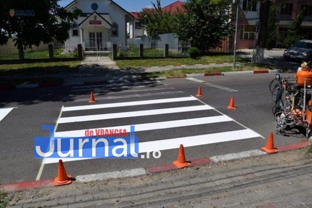 marcaje rutiere trecere pietoni2 630x420 - FOTO: Au început lucrările de refacere a marcajelor rutiere la Panciu