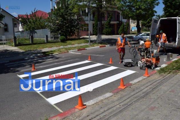 marcaje rutiere trecere pietoni3 630x420 - FOTO: Au început lucrările de refacere a marcajelor rutiere la Panciu