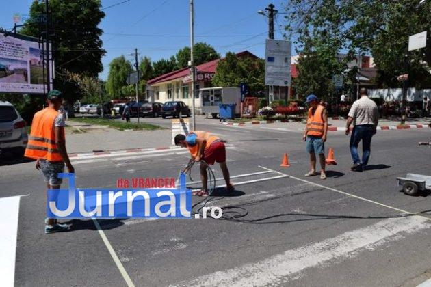 marcaje rutiere trecere pietoni4 630x420 - FOTO: Au început lucrările de refacere a marcajelor rutiere la Panciu