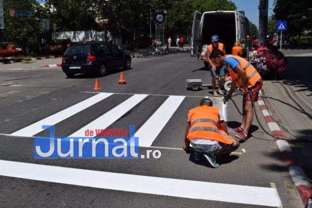 marcaje rutiere trecere pietoni5 630x420 - FOTO: Au început lucrările de refacere a marcajelor rutiere la Panciu