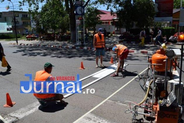 marcaje rutiere trecere pietoni7 630x420 - FOTO: Au început lucrările de refacere a marcajelor rutiere la Panciu