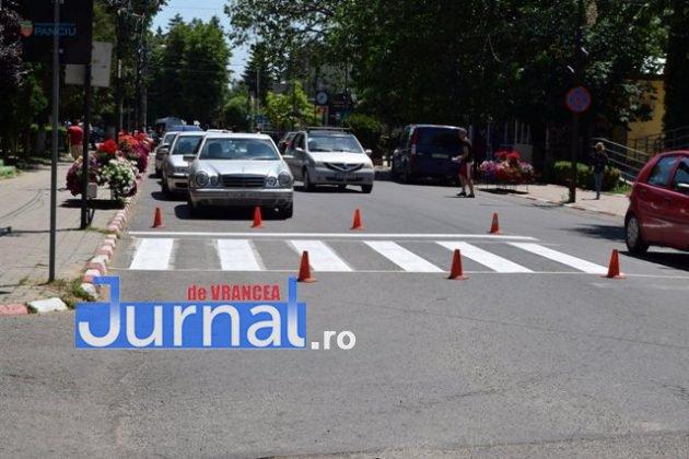 marcaje rutiere trecere pietoni9 630x420 - FOTO: Au început lucrările de refacere a marcajelor rutiere la Panciu