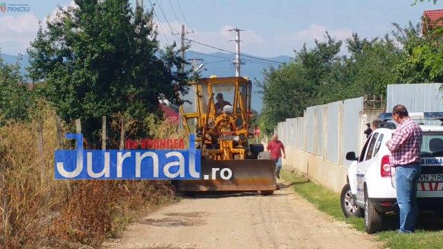 Lucrari str. Ciresului 3 - FOTO: Primăria Orașului Panciu a început modernizarea drumurilor de exploatație agricolă