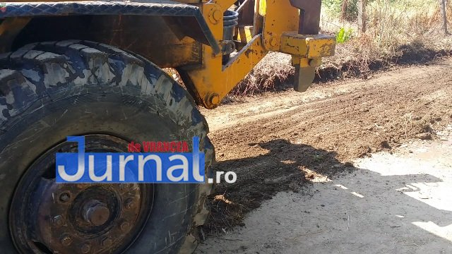 Lucrari str. Ciresului 4 - FOTO: Primăria Orașului Panciu a început modernizarea drumurilor de exploatație agricolă