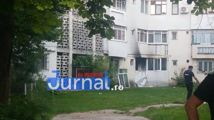 explozie mr.gh pastia focsani8 - FOTO-ULTIMĂ ORĂ: Explozie într-un bloc din Focșani (UPDATE VIDEO)