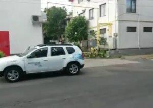 teava gaze3 300x211 - FOTO  Țeavă de gaze, ruptă de un TIR care aproviziona supermarketul Penny cu marfă