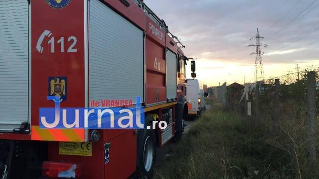 rasturnat centura focsani2 - FOTO - ULTIMĂ ORĂ: A scăpat teafăr după ce s-a răsturnat cu mașina pe câmp