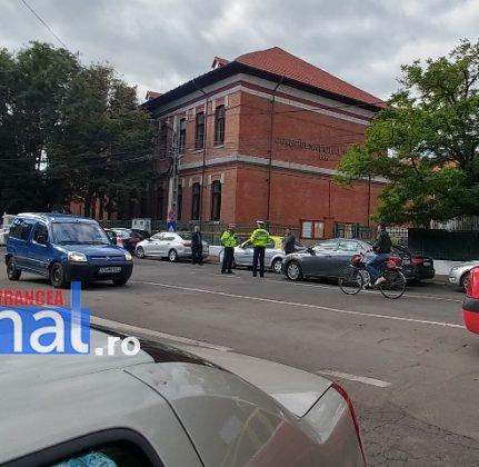 actiune ipj vrancea3 1 431x420 - GALERIE FOTO: Zeci de sancţiuni împărţite de poliţişti pentru opriri şi staţionări neregulamentare