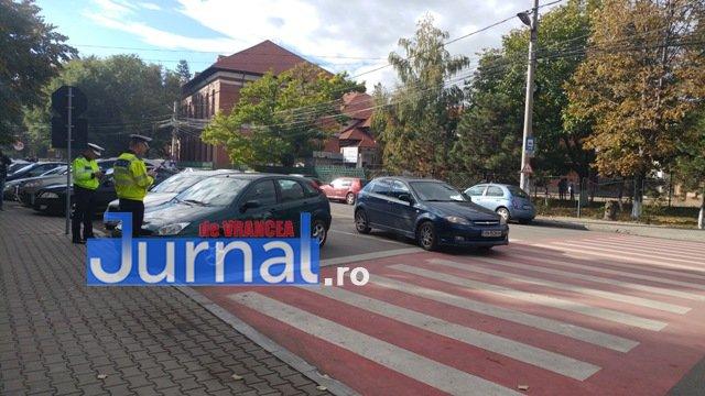 actiune ipj vrancea6 - GALERIE FOTO: Zeci de sancţiuni împărţite de poliţişti pentru opriri şi staţionări neregulamentare