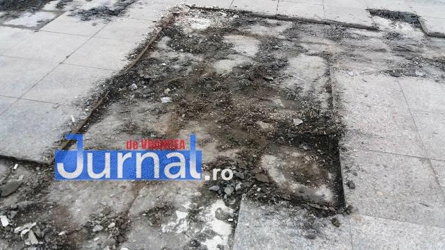 pavele piata unirii1 - FOTO: După Bachus, Primăria continuă înlocuirea pavelelor din Piaţa Unirii