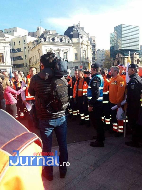 protest ambulanta2 - Ambulanţieri din Vrancea, la amplele proteste de miercuri din Bucureşti