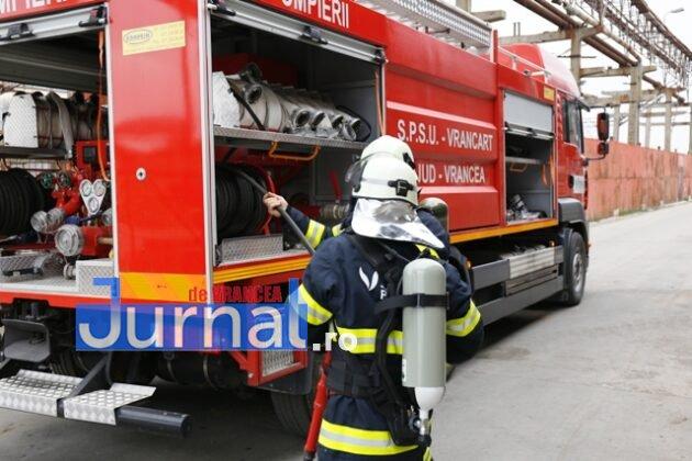 isu vranceapompieri exercitiu vrancart1 630x420 - GALERIE FOTO: Pompierii au simulat un accident chimic în curtea Vrancart