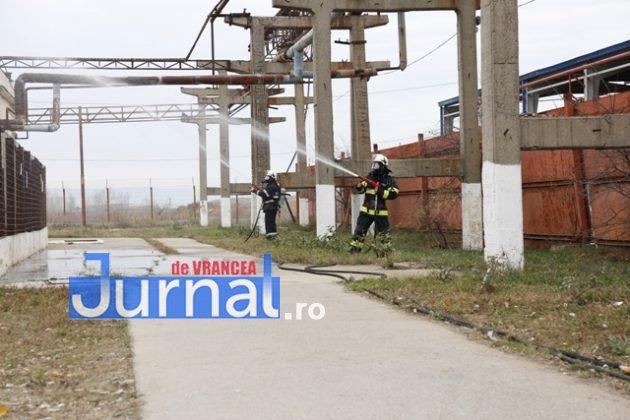 isu vranceapompieri exercitiu vrancart2 630x420 - GALERIE FOTO: Pompierii au simulat un accident chimic în curtea Vrancart