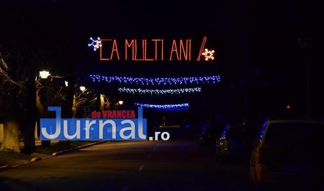 Iluminat sarbatori 6 - FOTO: Primăria Orașului Panciu a aprins luminile din bradul de Crăciun