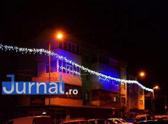 Iluminat sarbatori 7 568x420 - FOTO: Primăria Orașului Panciu a aprins luminile din bradul de Crăciun